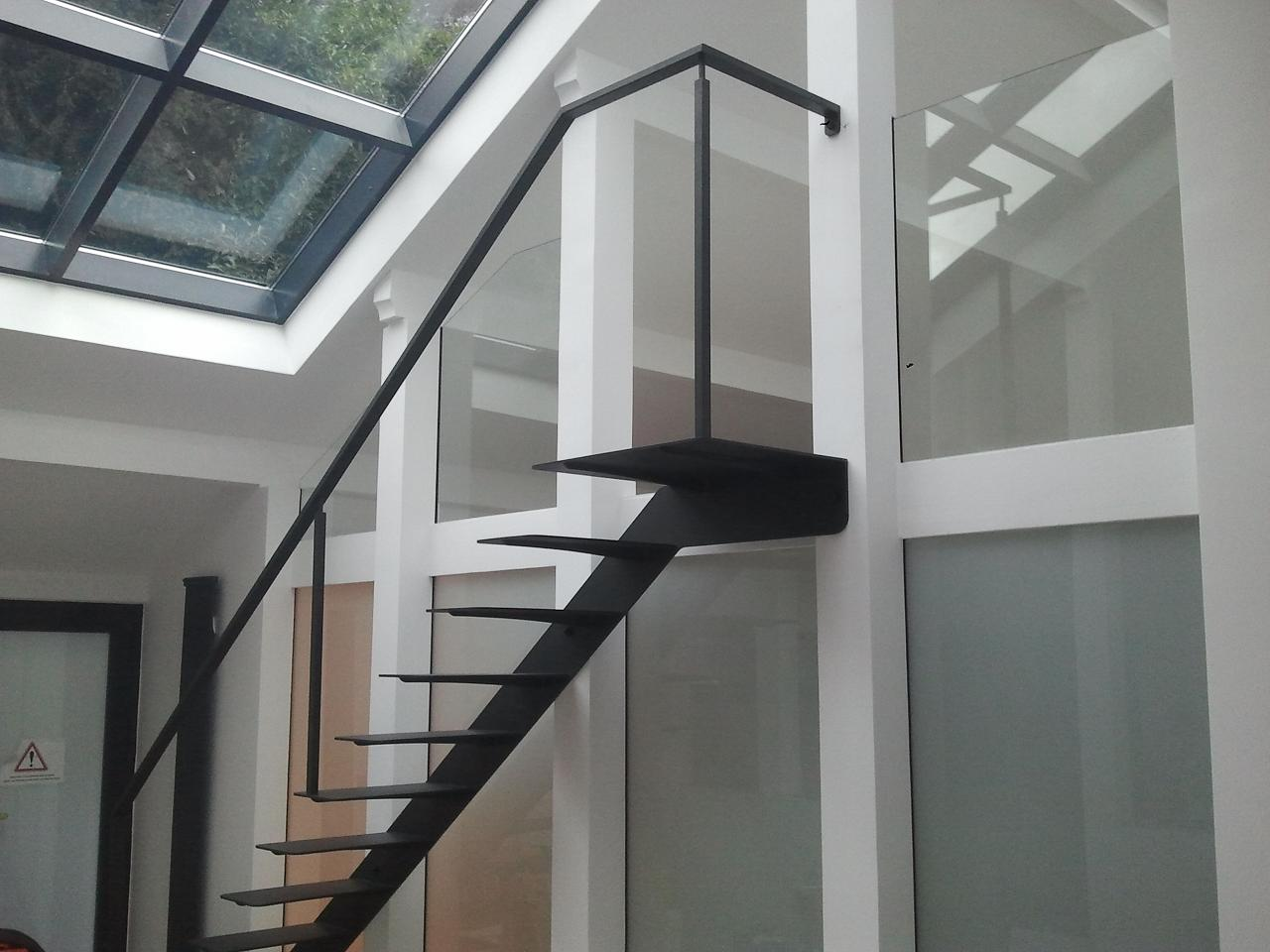 Les escaliers en f t atmosphere metallique for Escalier metallique interieur