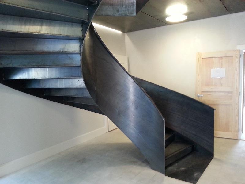 les escaliers h lico daux atmosphere metallique. Black Bedroom Furniture Sets. Home Design Ideas