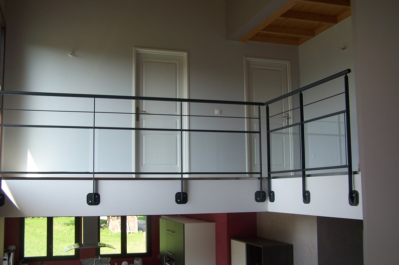 gardes corps atmosphere metallique. Black Bedroom Furniture Sets. Home Design Ideas